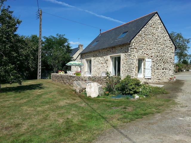 Petite maison rénovée en campagne - Arzano - Hus