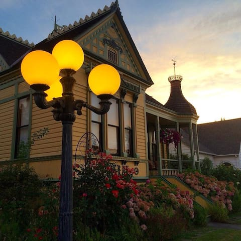 Historic Victorian Museum/Cottage - Medford - Bed & Breakfast