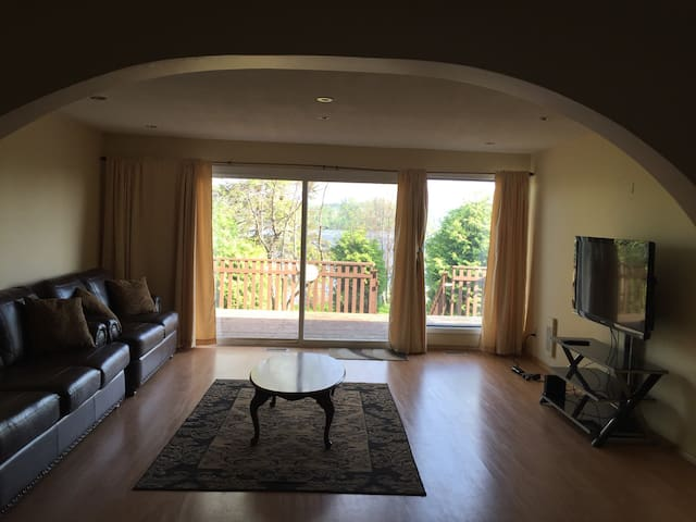 Lakefront home minutes from city - Sudbury - Casa