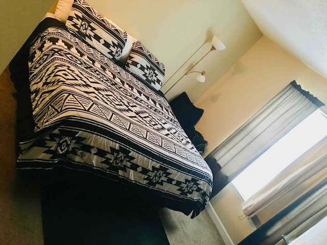 KING SIZE BED SLEEPS FOUR GUESTS
