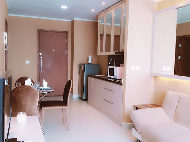 32nd Floor Newly Renovated Apartment (City View)