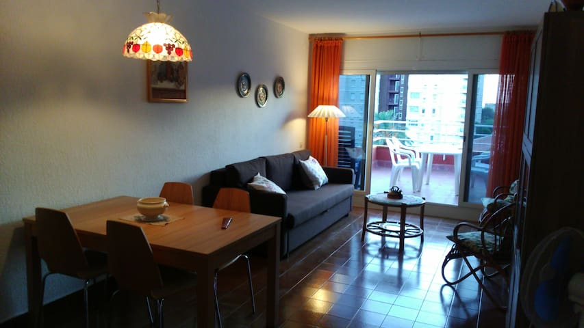 Top-floor flat. 25 min train to downtown Barcelona