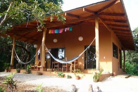 Cozy jungle house in Playa Negra - Los Pargos