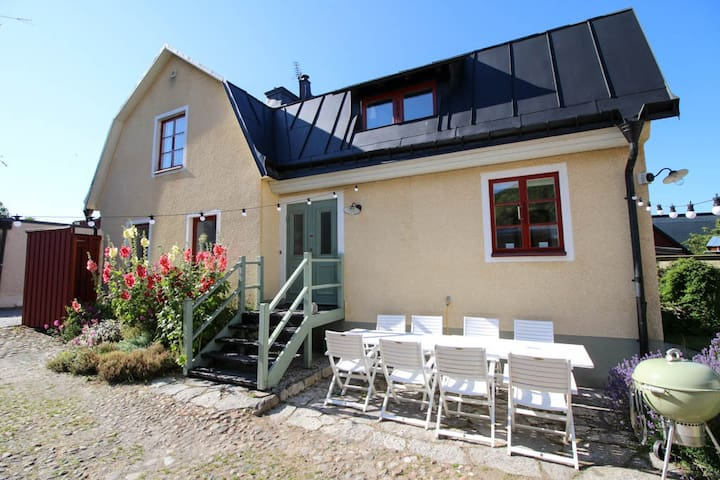 Villa innanför muren med stor gård - ヴィスビー - 別荘
