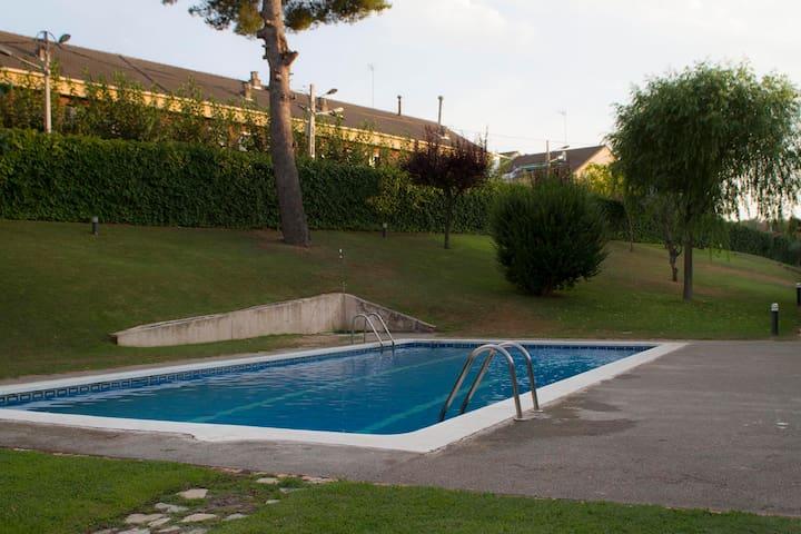 Casa Familiar con jardín-piscina - Ca n'Amat - House
