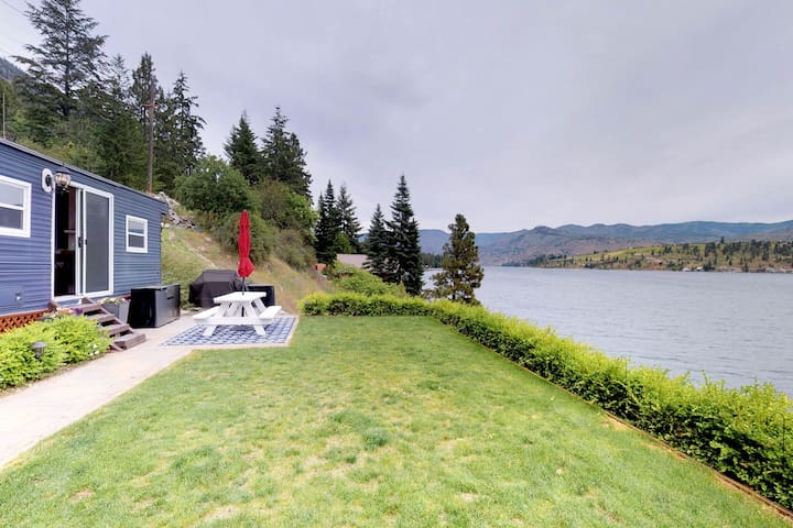 Lakefront & dog-friendly mobile home w/dock!