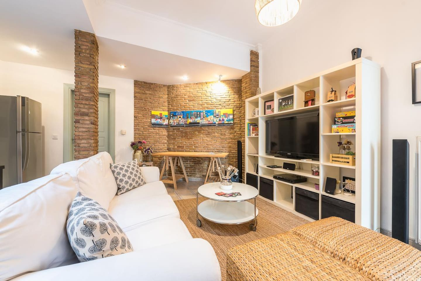 Live like a local in great comfort in our stylish apartment at the heart of Athens