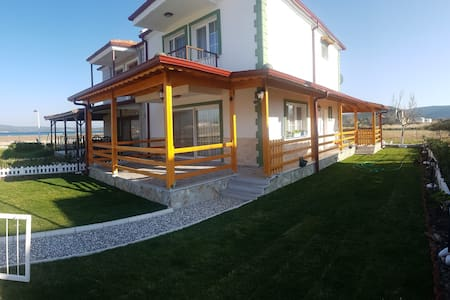 Next to sea shore, close to Kite Surf, lux villa