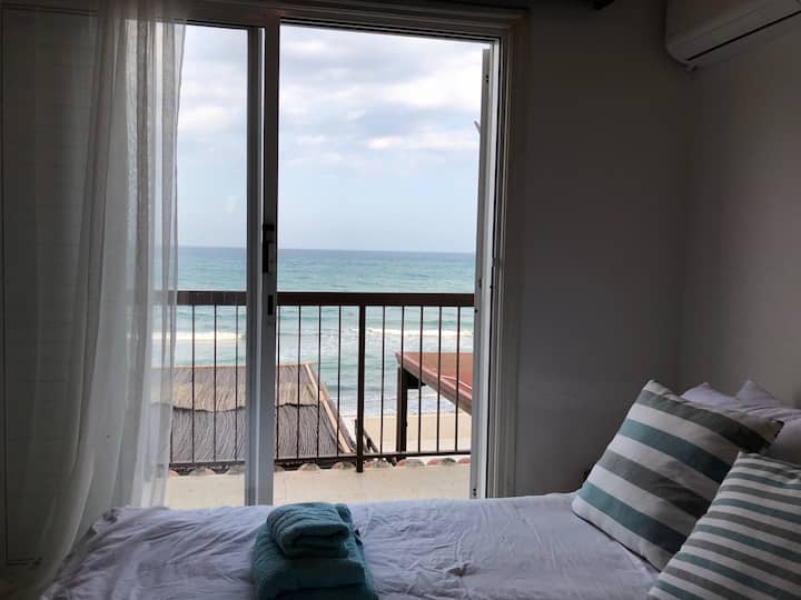House 10m from the SEA!! Front Sea view, sleeps 6!