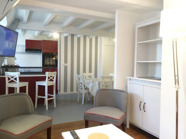 Appart de charme rénové dans immeuble classé - Saint-Malo - Apartamento