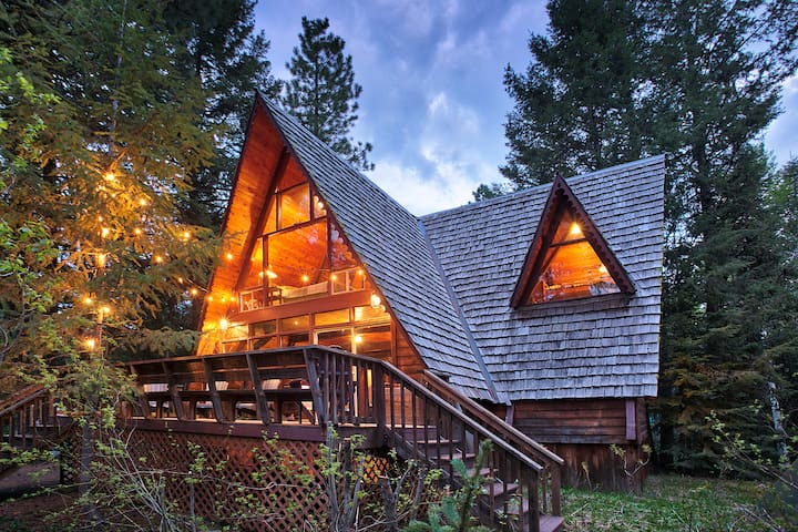 Chalet cabin on a wooded lot, but close to town!