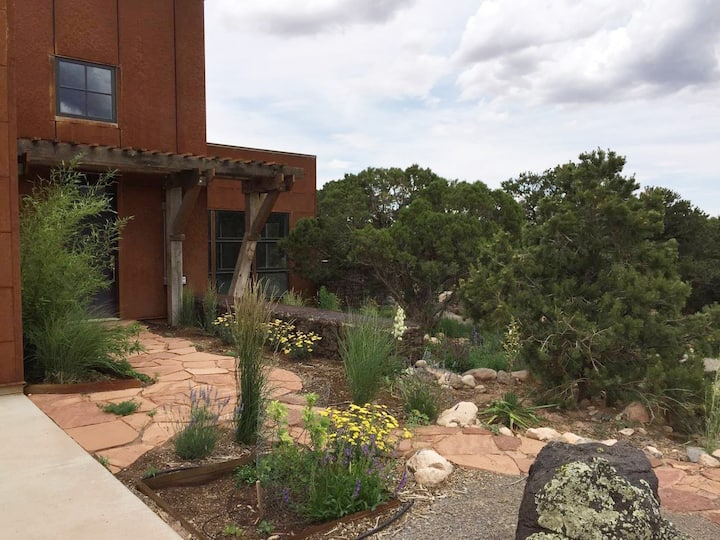 Comfort and beauty: 2 BR  near Capitol Reef