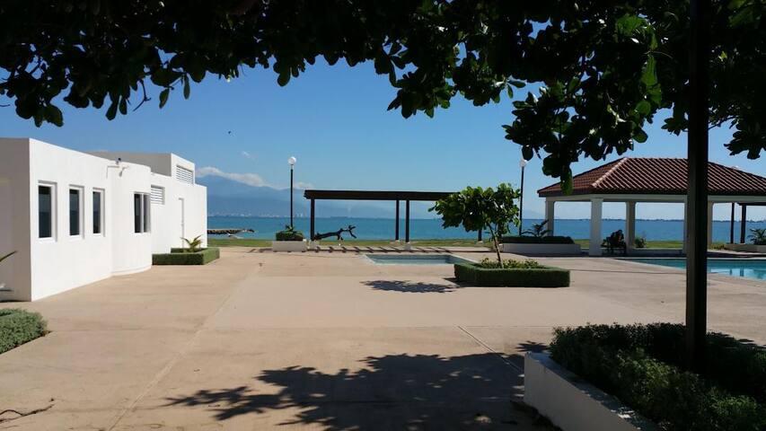 BayFront Beach Villa lll