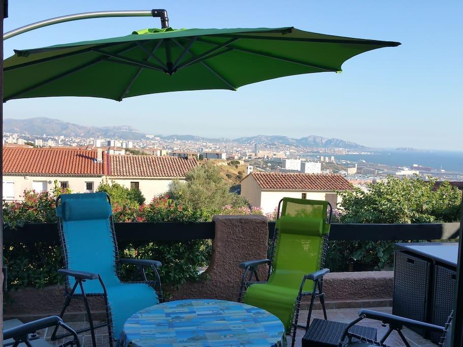 Villa avec piscine plein sud le tout avec vue mer for Maison a louer a marseille avec piscine