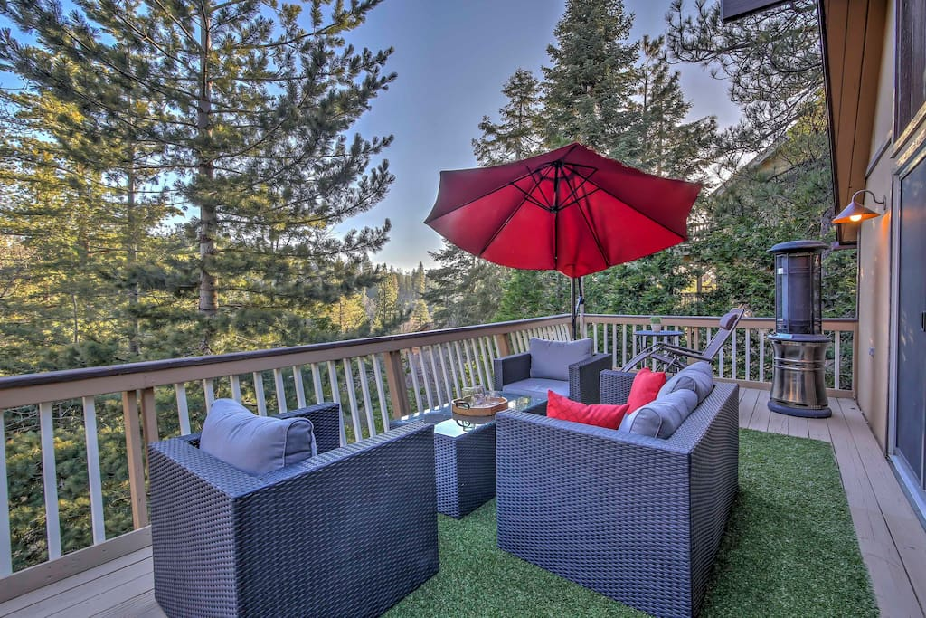 This cabin's deck will be your favorite spot to relax and enjoy the incredible views!