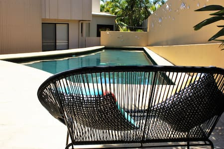 Large Noosa family home by beach - Castaways Beach - Hus