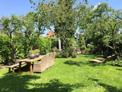 Vrijstaand huis met prachtige tuin! - House