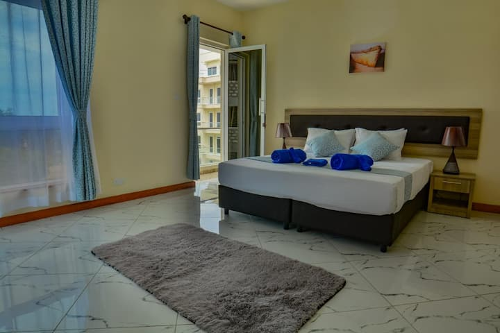 Private King Rm in Apt, 5min to beach&malls @Nyali