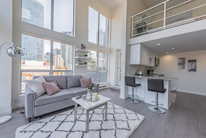 1BD Loft in the centre of downtown Vancouver!