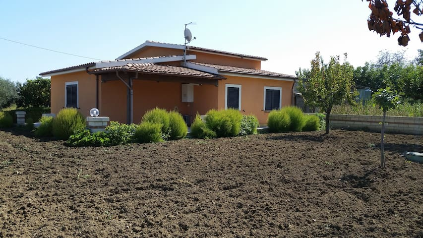 villino indipendente in collina - Monteodorisio - House