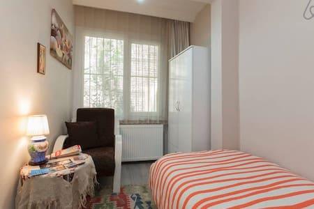 Quiet nice room in İstiklal Taksim - Istanbul