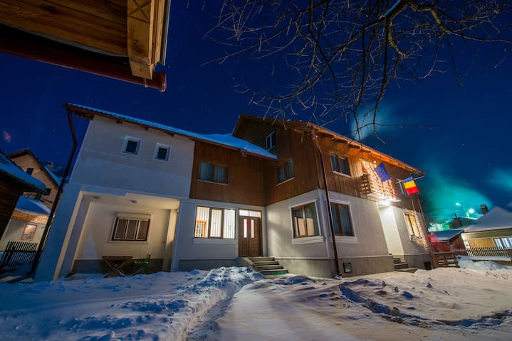 Cozy cottage near to Bran Castle - Brasov - House