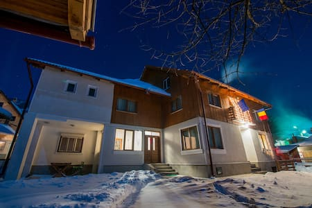 Cozy cottage near to Bran Castle - ブラショフ - 一軒家