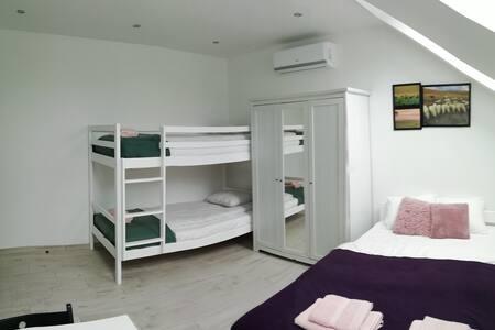 Pokoje pod Baranami 4 osobowy wspólna łazienka