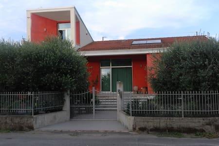 Casa di Giò (codice CITRA 011002-LT-0002)