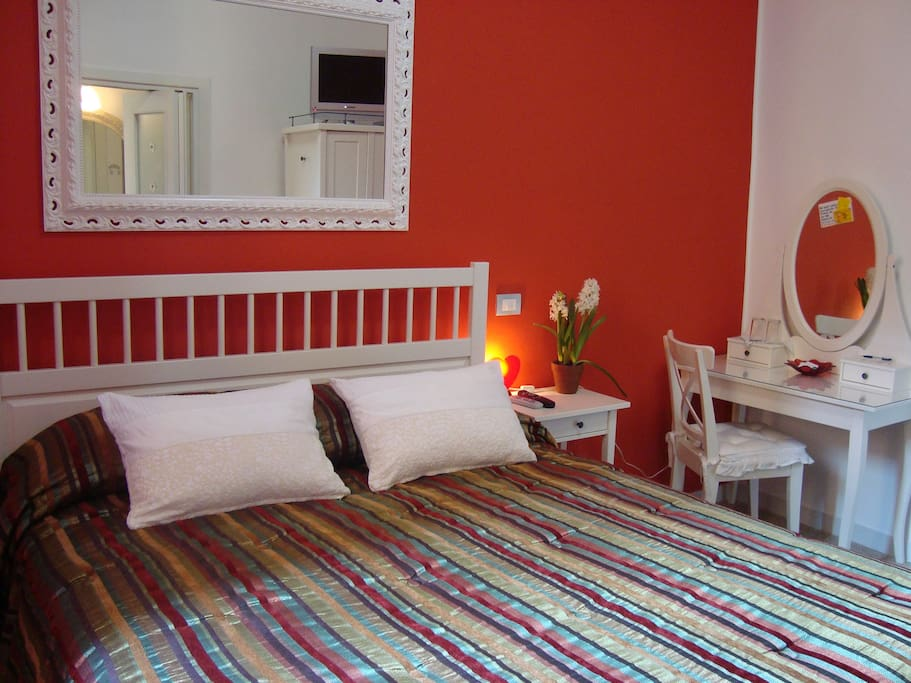 Pompeian Red Room double with ensuite bathroom