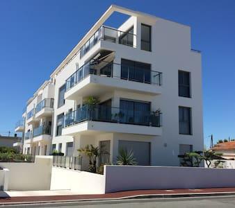 Bel appartement proche marché avec grande terrasse - Royan - Wohnung