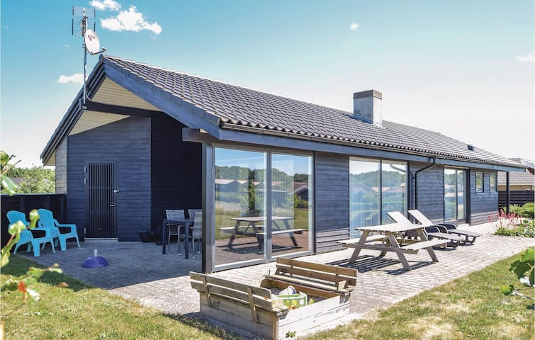 Holiday cottage with 3 bedrooms on 97m² in Ejstrupholm