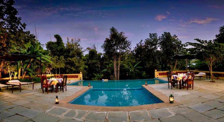 Courtyard House. Kanha national park
