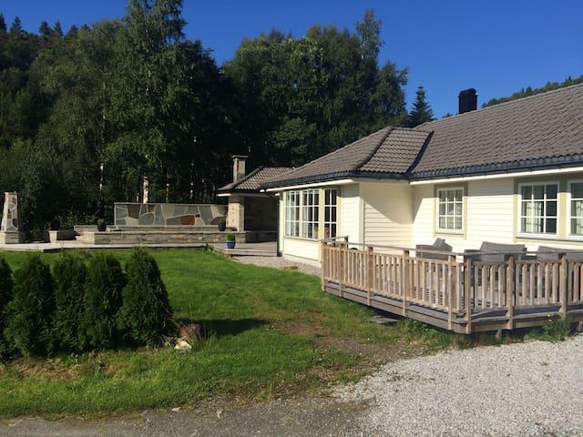 Unik hytte ved Førdefjorden - Førde - Cabin