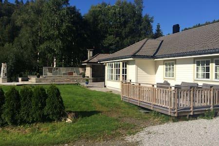 Unik hytte ved Førdefjorden
