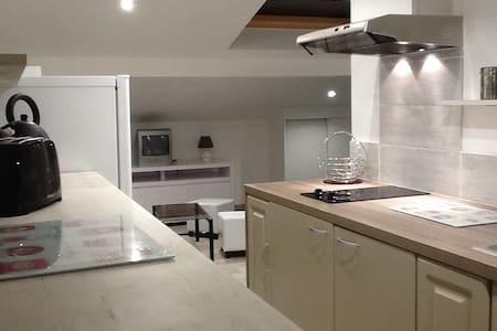 Studio neuf meublé 30m2 dans villa - Mouguerre