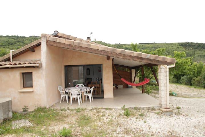 Maison en pleine nature avec vue - Mirabel - บ้าน