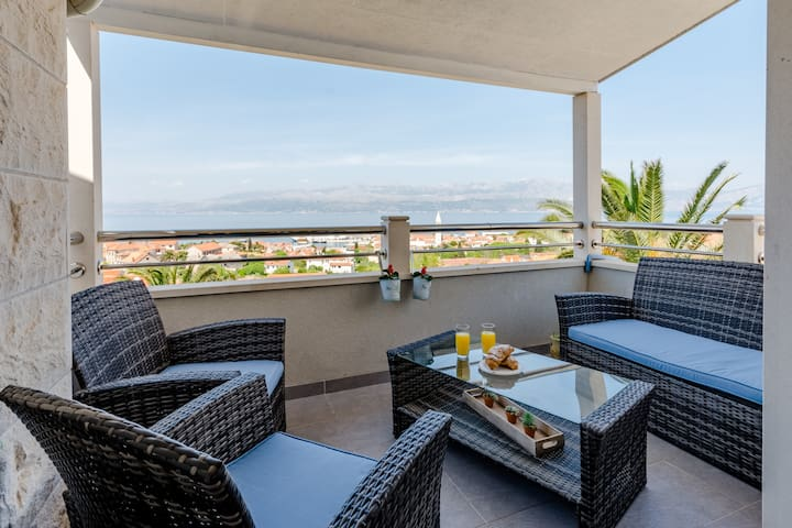 Apartment Splendid View - Two Bedroom Apartment with Sea View Terrace and Swimming Pool