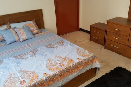 2 bedroom apt.New, few km to Airport& grand mosque
