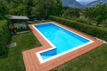Nice Mansion in San Valentino in Abruzzo Citeriore with Pool