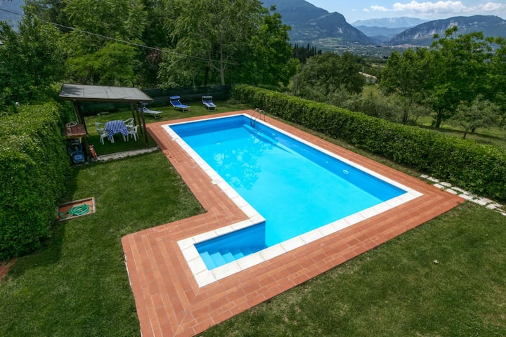 Nice Mansion in San Valentino in Abruzzo Citeriore with Pool