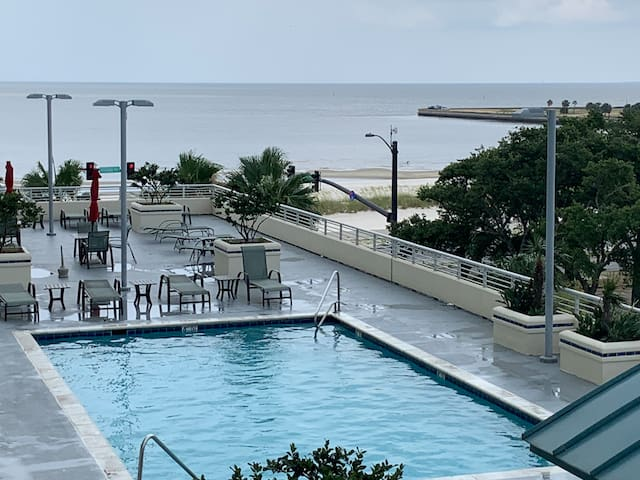 Beautiful Biloxi Beach front Condo with a view!