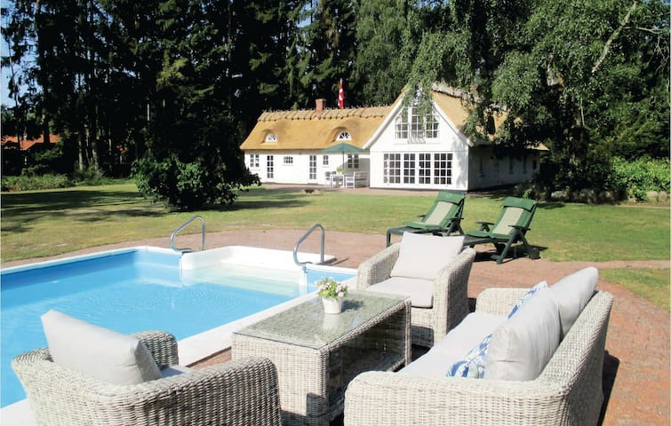Holiday cottage with 2 bedrooms on 210m² in Frederiksværk