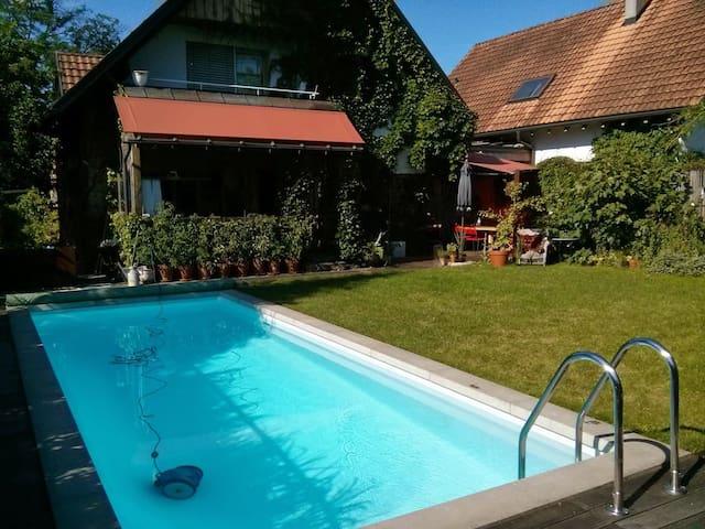 Einzelzimmer im Gartenhaus mit Pool bei Bregenz