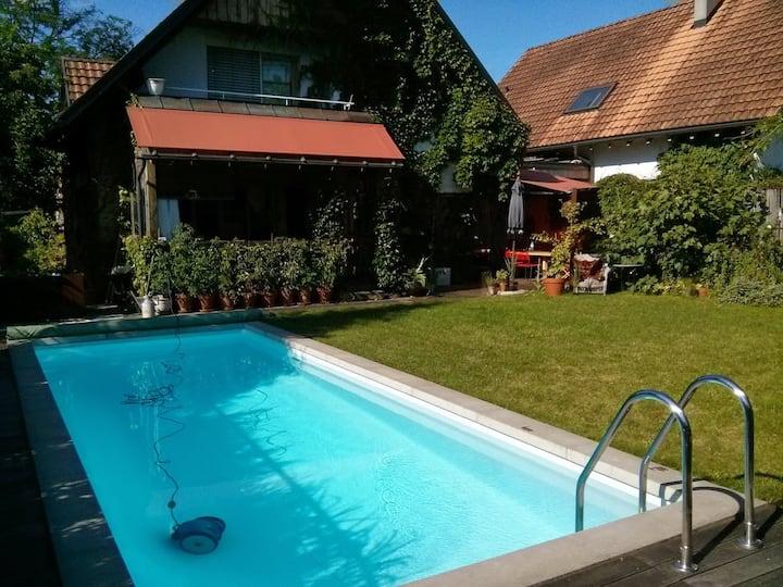 Einzelzimmer in Privathaus mit Garten und Pool
