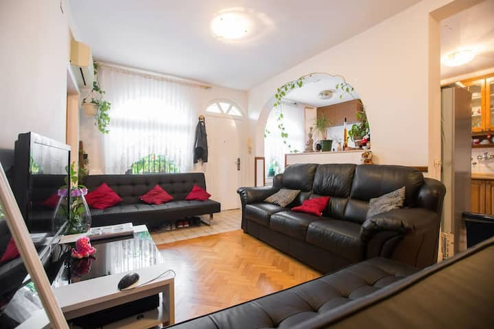 2B Apartment, Free Parking, Near Rebro and Center