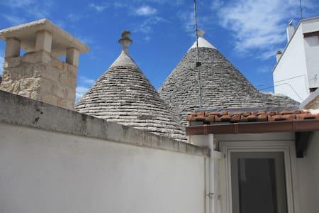 IL TRULLO DEGLI ARAZZI - Alberobello - Σπίτι