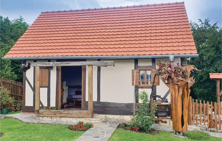 Holiday cottage with 1 bedroom on 54m² in Donja Voca