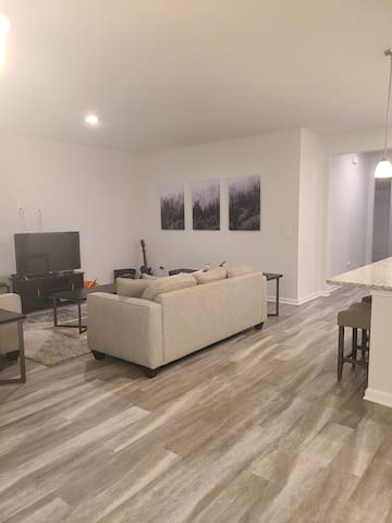 Private Room. Near Dining, Shopping, Beaches 2/2