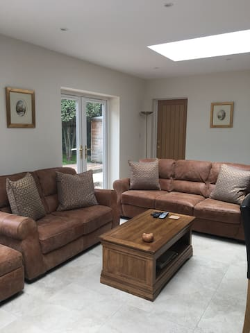 Ensuite Double Bedroom - Woking, Surrey